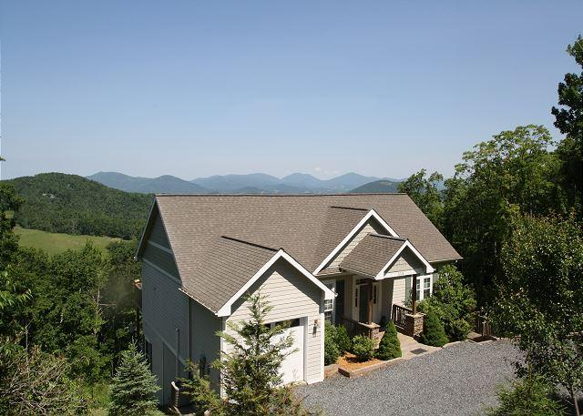 A Grandview stunning mountain home, top of the world views, sleeps 6 - Image 1 - Boone - rentals