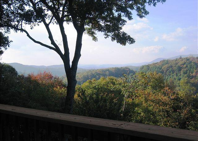 Almost Aspen spacious mountain retreat with fantastic view, sleeps 10 - Image 1 - Blowing Rock - rentals