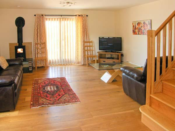 KING OFFA'S LODGE, luxury cottage with underfloor heating, woodburner, en-suites, Monmouth Ref 904408 - Image 1 - Monmouth - rentals