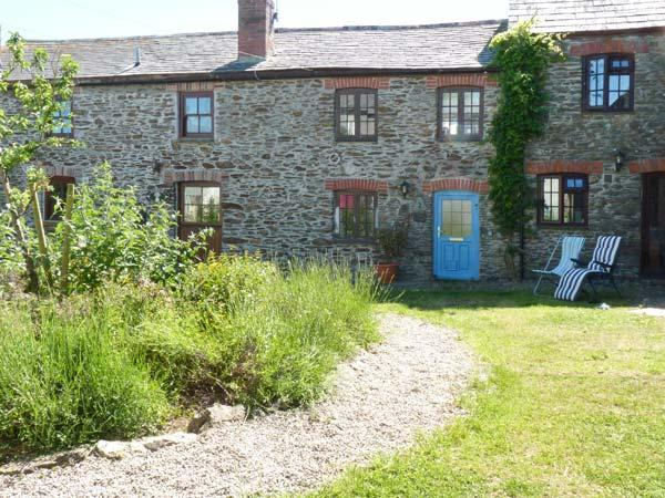 VAULT COTTAGE, woodburning stove, beach 10 mins walk, great base for walking, Ref 904934 - Image 1 - Gorran Haven - rentals