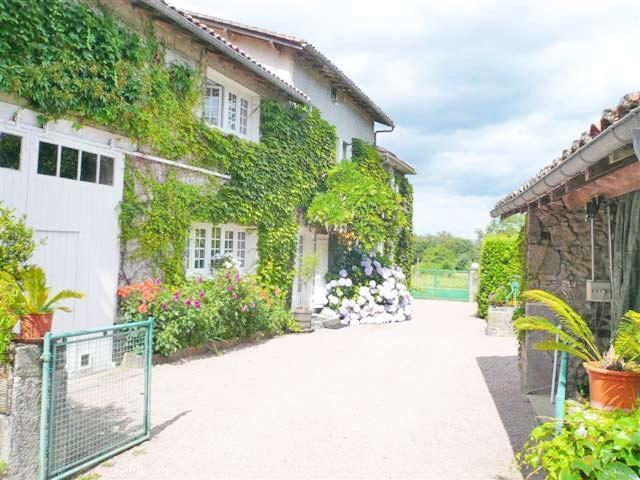 Entrance - Gai  sejour - Piegut-Pluviers - rentals