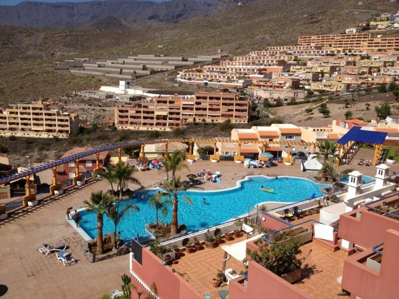 beautiful pool - Luxury 2 bed with Uk TV free Wifi - Costa Adeje - rentals