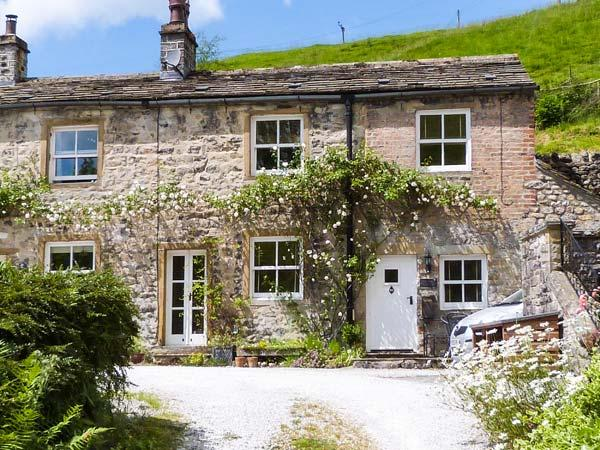 FOUNTAINS COTTAGE, open fire, underfloor heating, WiFi, garden with furniture, Ref 906437 - Image 1 - Kirkby Malham - rentals