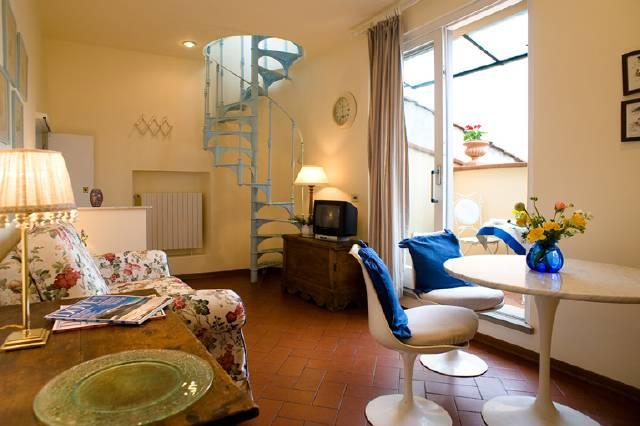 Open plan living, dining and kitchen area - 1 bedroom apartment with roof terrace in Florence - Florence - rentals