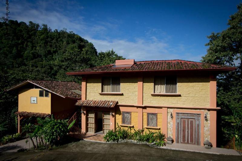 Outside view, main entrance - Beautiful Manakin Ocean View Villa - 8 BR, 9 baths - Manuel Antonio - rentals
