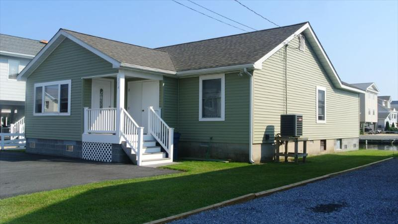 Remodeled 3 bed, 2 bath home - Less than 3 blocks to the beach! - Image 1 - South Bethany Beach - rentals