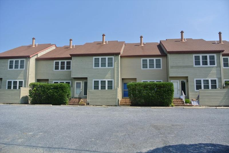 Only a block to the beach, 3 bedroom townhouse with parking! - Image 1 - Bethany Beach - rentals