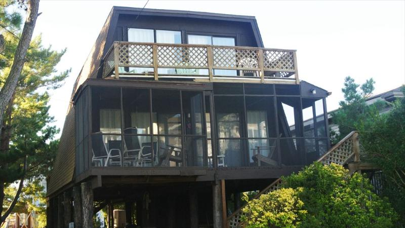 Located less than two blocks to ocean. 3 bedrooms plus loft! - Image 1 - Bethany Beach - rentals