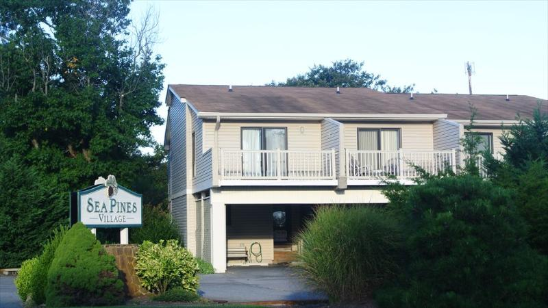 Just 1 block to the beach, 2 bedroom town home with pool - Image 1 - Bethany Beach - rentals