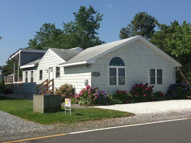 Cute one story home with open porch and sundeck. Only 2 blocks to the beach! - Image 1 - Bethany Beach - rentals