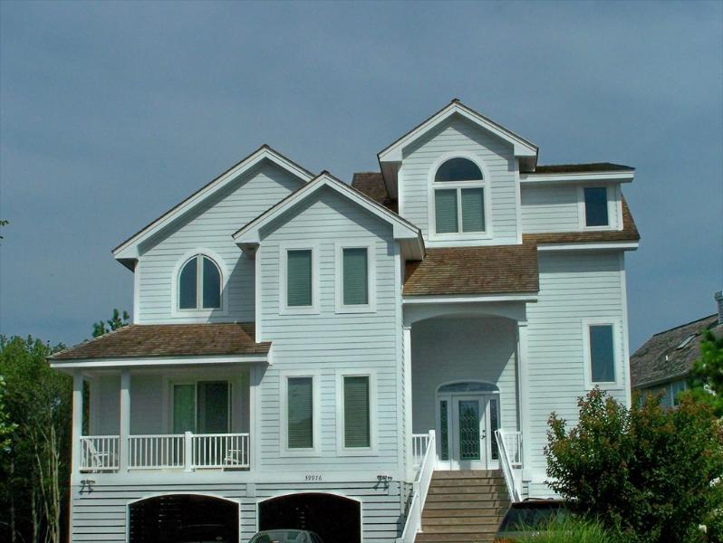 Terrific 5 bedroom home in the Preserve. Blocks to pool, tennis, and ocean! - Image 1 - Cedar Neck - rentals