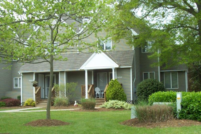 3 bedroom, 2.5 bath townhouse close to the ocean! - Image 1 - Bethany Beach - rentals