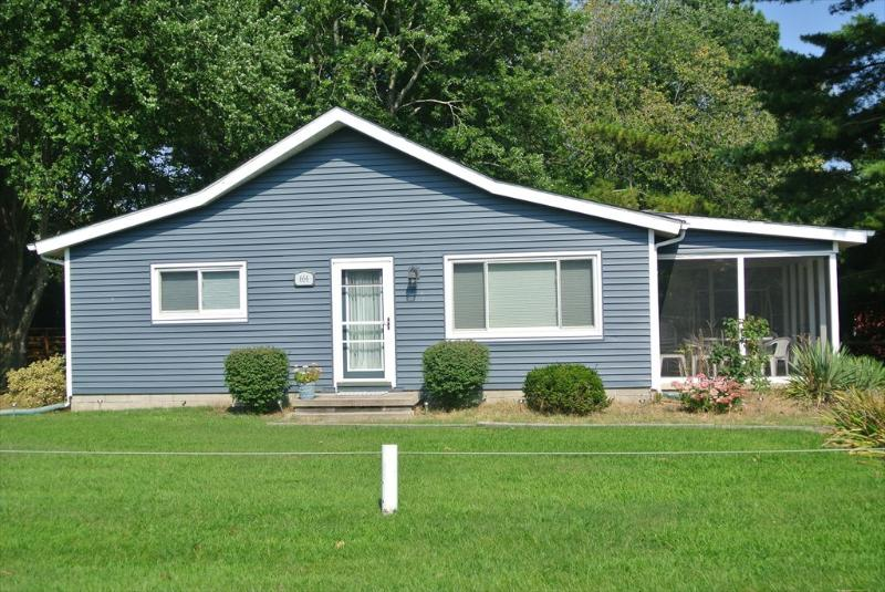 Charming 3 bedroom, 2 bath home with large screened porch, on lovely tree-lined lot. - Image 1 - Bethany Beach - rentals