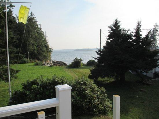 view from the cottages - ISLAND VIEW| BOOTHBAY HAROR, MAINE | SPRUCE POINT | SPECTACULAR VIEWS| WATER ACCESS | 5 BEDROOMS | FAMILY REUNION - Boothbay - rentals
