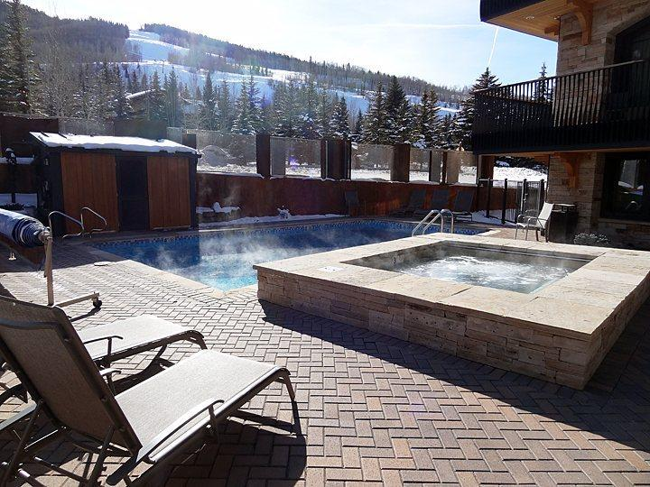 Heated outdoor pool with gorgeous mountain views - Suite 2 in Vail Village - Vail - rentals