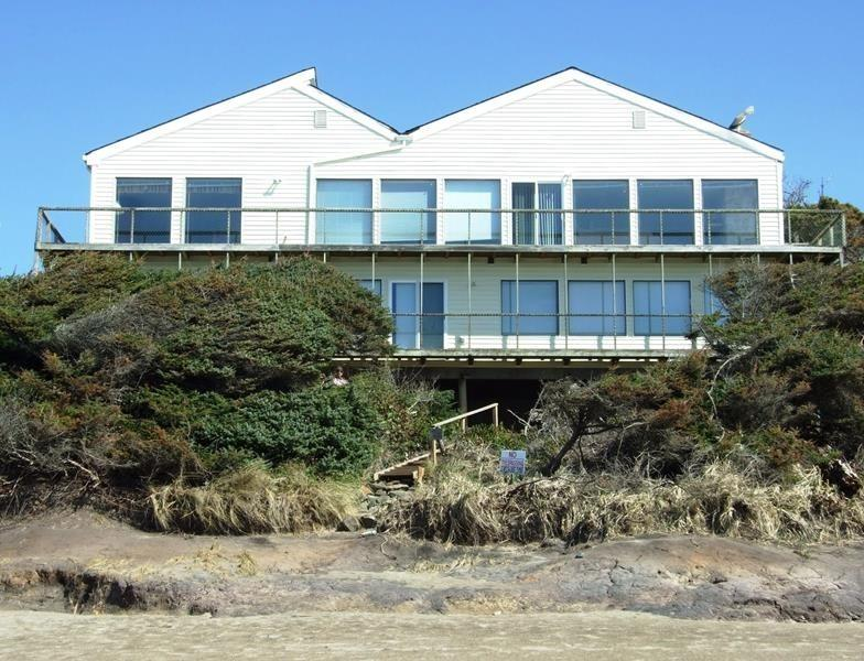 Pacific Villa - View from beach - PACIFIC VILLA - Lincoln Beach, Depoe Bay - Depoe Bay - rentals