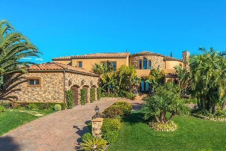 Malibu Vista, offers panoramic coastline & ocean views, lush grounds, pool & spa - Image 1 - Malibu - rentals