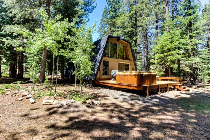 Private hot tub, shared pool, beach club on Donner Lake - Image 1 - Truckee - rentals