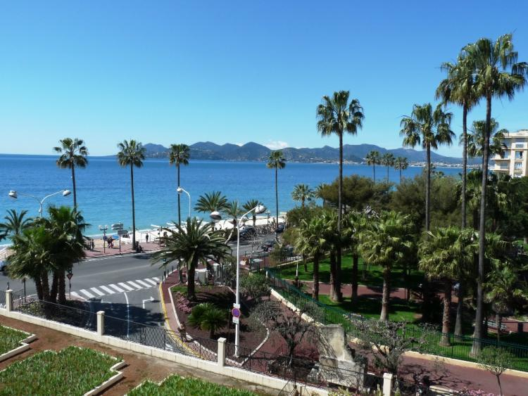 Rocamare 1 Bedroom Apartment with Amazing Views and in Great Cannes Location - Image 1 - Cannes - rentals