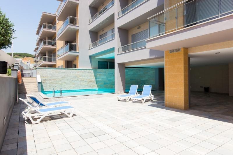 Luxury 2 Bedroom Air Conditioned Apartment, 2 Bathrooms with Swimming Pool - Image 1 - Sao Martinho do Porto - rentals