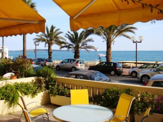 Le Palais de la Plage 2 Bedroom Apartment, Near the Beach - Image 1 - Cannes - rentals