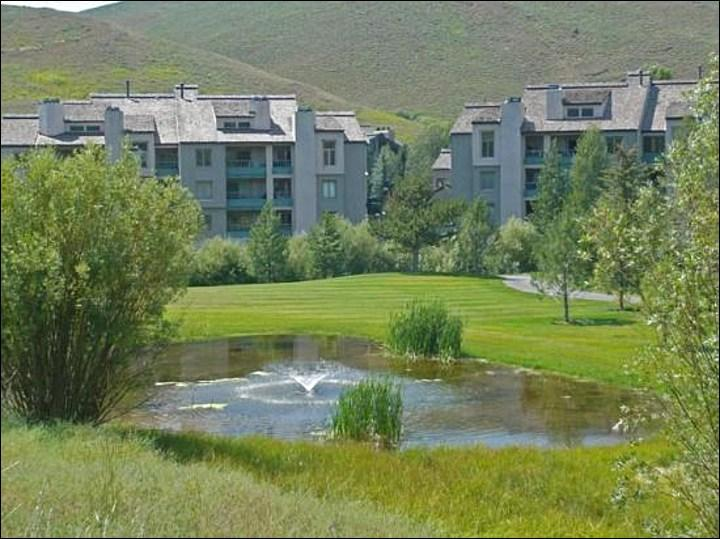 Wonderful Mountain and Pond Views - Overlooks Elkhorn Golf Course - Recently Refurbished (1047) - Ketchum - rentals