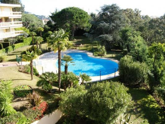 Tassigny Outstanding 2 Bedroom Apartment with a Pool - Image 1 - Cannes - rentals