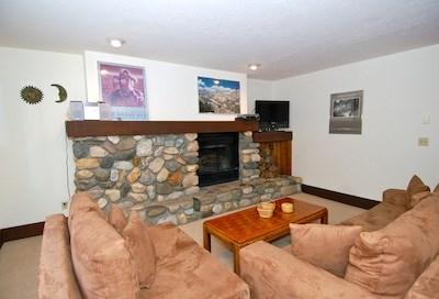 Living Room at Bridgepoint Ketchum Vacation Rental  - Bridgepoint Condo 31: Near River Run Lifts - Ketchum - rentals