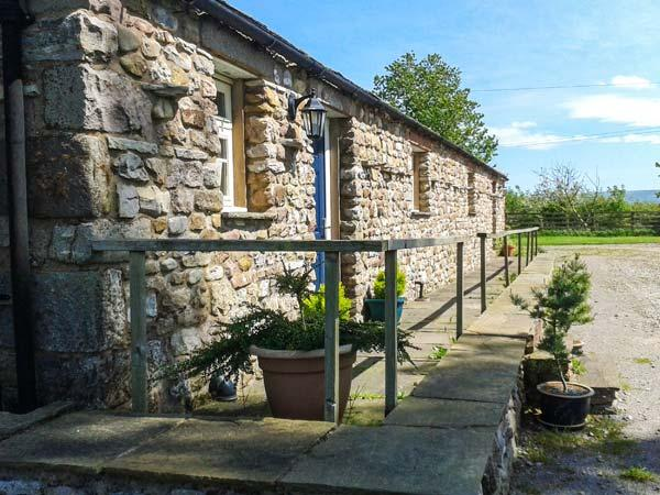 RAINBOW COTTAGE, pet-friendly, character holiday cottage, with a garden in Soulby, Ref 2022 - Image 1 - Soulby - rentals