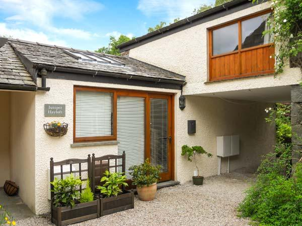 JUNIPER COTTAGE, courtyard, great base for walking, Ref 905436 - Image 1 - Grasmere - rentals