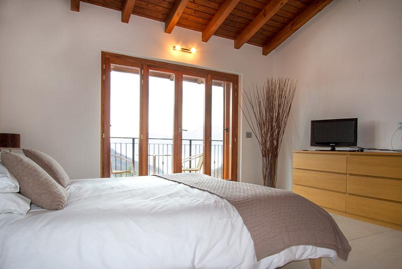 Master bedroom - 3 bedroom villa with view of Lake Maggiore - BFY115 - Dumenza - rentals