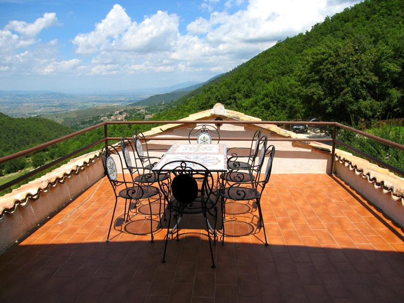APT A :the largest/3 bedrms/2bathrms + terrace - Villa Marianna:APT A, 7 miles from central Spoleto - Spoleto - rentals
