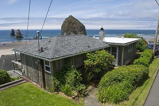 Beach Bijou a Cozy Cabin with Spectacular Views of Haystack Rock 2 bedroom 1 bath sleeps 4 - 66328 - Image 1 - Cannon Beach - rentals