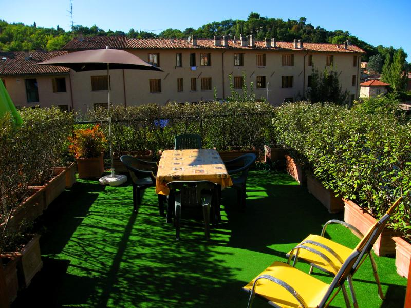 Terrace with pretty views - Terrazza Verde. Car Unnecessary. Spoleto Centre - Spoleto - rentals