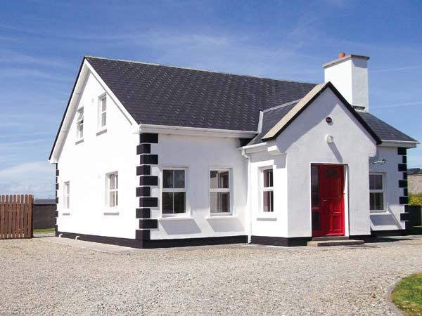 RUA, detached property, four bedrooms, enclosed garden, open fire, en-suite, sea views in Belmullet, Ref 14891 - Image 1 - Belmullet - rentals