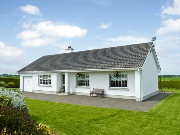 RAILWAY VIEW, enclosed garden, great touring base, ground floor cottage near Foulksmills, Ref. 914243 - Image 1 - Foulksmills - rentals