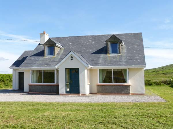 BROOKSIDE HOUSE, en-suite facilities, open fire, garden with furniture, stunning views, Ref 914748 - Image 1 - Waterville - rentals
