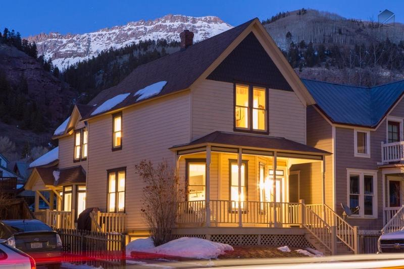 The Caskey House is right in the center of Telluride and is surrounded by majestic mountains. - A modern classic - Private deck and hot tub, heart of Telluride - Caskey Home - Telluride - rentals