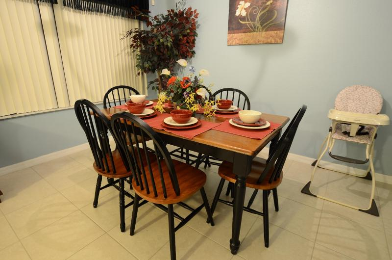 dinning room with baby high chair - From $50/nt,3 miles to Disney! 3BR/2BA Townhome - Davenport - rentals