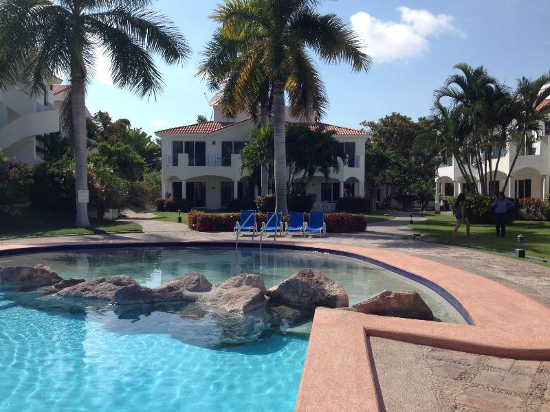 Pool & wading area - Peaceful/tropical condominium on El Cid Golf Cours - Mazatlan - rentals