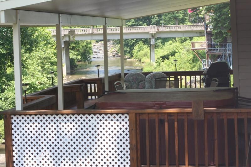 Now deck has a 4 inch insullated cover ,protect from Snow, Rain & Sun, 4 Inch insullated is great! - 3Br HOT TUB 20ft above River, FIRE PLACE, GAMEROOM - Bat Cave - rentals