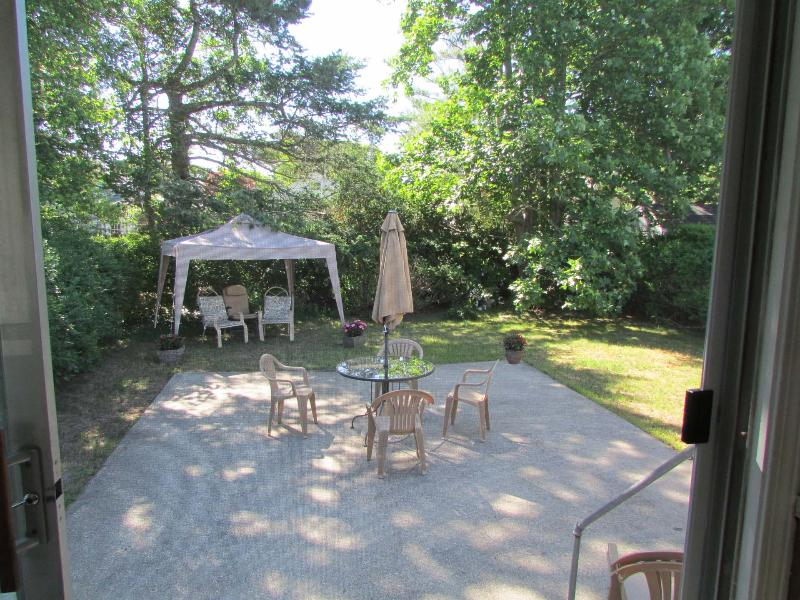Secluded back yard - West Yarmouth Beach House /200 yards from ocean - West Yarmouth - rentals