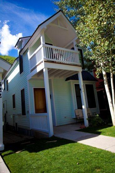Pacific Street Townhome Exterior - 524 West Pacific - Deluxe 3 Bd, 3.5 Ba Downtown Telluride Townhome - Sleeps 8 - Located Downtown Telluride - Ideal Summer or Winter Rental - Telluride - rentals