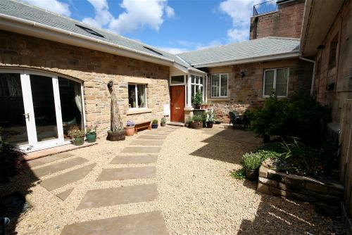 "The Bothy an ""Lshaped"" cottage with its own private enclosed sunny courtyard - The Bothy Beadnell - Beadnell - rentals"