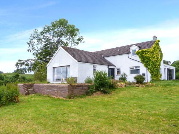 BRAE OF AIRLIE FARM, ground floor twin with en-suite, lawned garden with furniture, open fire, WiFi, Ref 24161 - Image 1 - Kirriemuir - rentals
