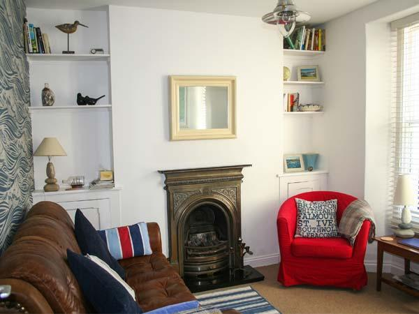 3 BELLE COTTAGE, WiFi, king-size zip/link double bed, decked courtyard with - Image 1 - Kingsbridge - rentals