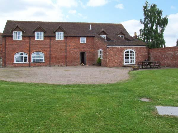 HUNTERS MOON, en-suite facilities, woodburning stove, WiFi, enclosed garden - Image 1 - Tenbury Wells - rentals