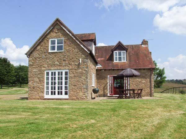 HOLLYWELL COTTAGE, woodburning stove, WiFi, enclosed patio with furniture, Ref 912205 - Image 1 - Tenbury Wells - rentals