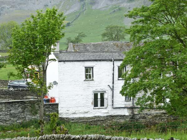 RIVERSIDE COTTAGE, pet friendly, character holiday cottage, with open fire in Helwith Bridge, Ref 913469 - Image 1 - Horton-in-ribblesdale - rentals