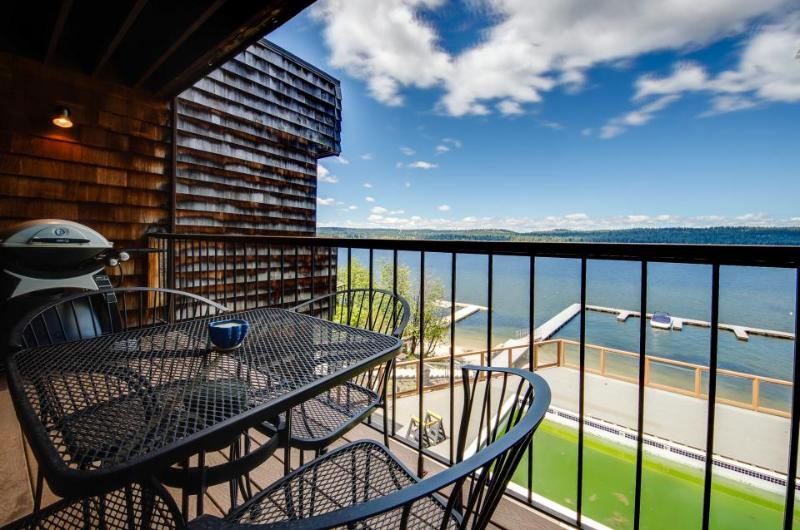 Comfortable lakefront condo w/ a shared pool, dock & gorgeous water views! - Image 1 - McCall - rentals